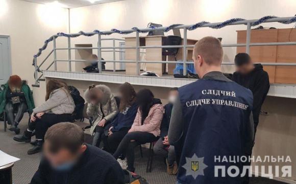 «Банкіри» телефоном виманили у людей 7 млн грн