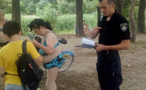 «А що у Вас сталось?»: жінка, яку водолази шукали у воді прийшла з берега. ФОТО