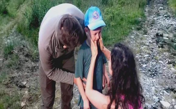 Батьки не можуть стримати сліз: хлопчик, який загубився на Говерлі, був знайдений. ВІДЕО