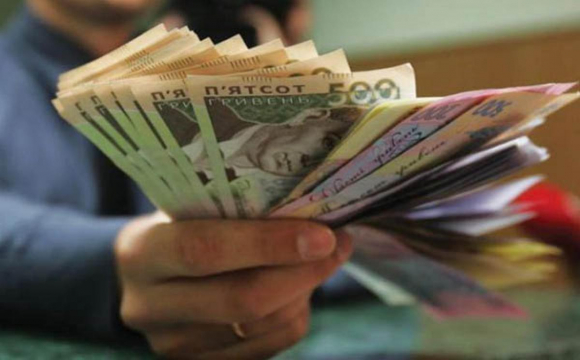 Чиновникам хочуть обмежити зарплати