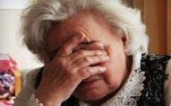 У Луцьку на зупинці обікрали пенсіонерку