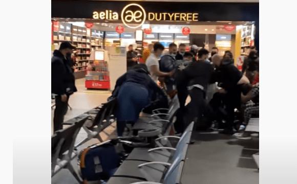 В аеропорту сталась жорстока масова бійка через жінку. ВІДЕО