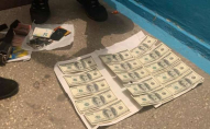 Чиновницю волинської ОДА впіймали на хабарі у 1500 доларів. ФОТО
