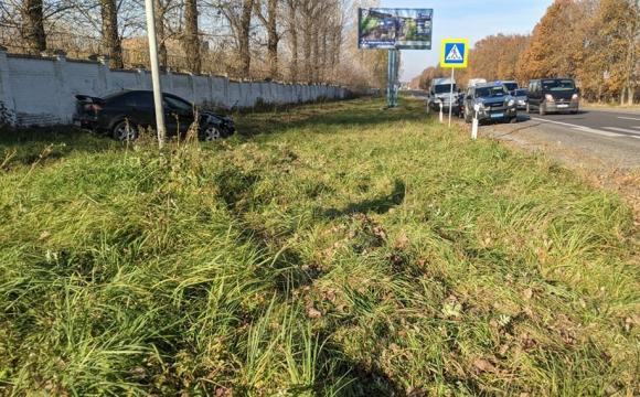 Знесло у кювет: у Володимирі сталася ДТП за участю двох автомобілів. ФОТО/ВІДЕО