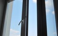 У Києві чоловік випав з вікна 20-го поверху на очах у дітей