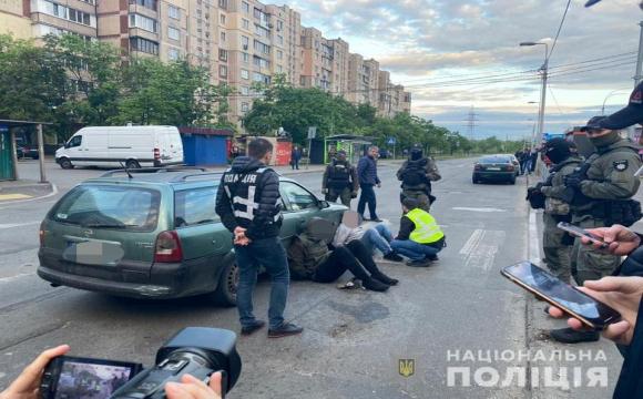 Дует серійних крадіїв підірвав банкомат в центрі Києва. ВІДЕО