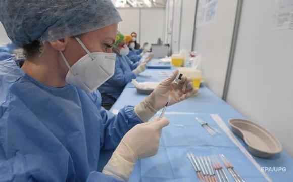 Україна позичить 2,5 мільярда на вакцинацію