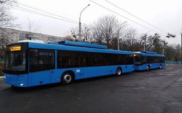 Дала надірвану купюру: кондуктор вигнала з тролейбуса 13-річну дівчину