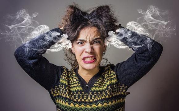Які серйозні хвороби ховаються за «просто поганим настроєм»