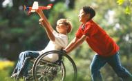 Дітям з інвалідністю дозволили жити в прийомних сім'ях до 23 років