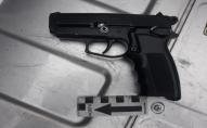 У Луцьку в маршрутці чоловік розмахував пістолетом