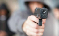 У Луцьку, погрожуючи пістолетом, чоловік забрав авто