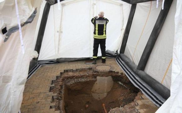 Виявили восьмиметровий тунель, який веде до банку. ФОТО