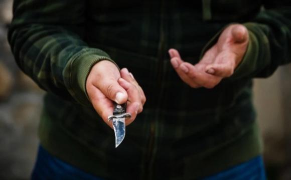 Чоловік порізав ножем поліцейського