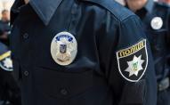 Неповнолітній наркоман порізав поліцейського ножем. ВІДЕО
