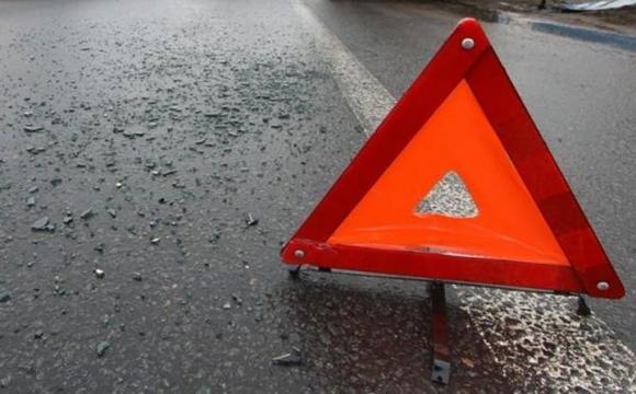 На Волині – ДТП: автівка влетіла в електроопору і перекинулась