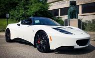 Покупець отримав $20 000 знижки на елітне авто, яке простояло в салоні 7 років