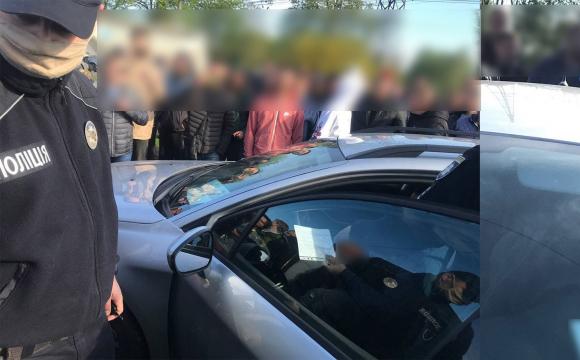 На авторинку в Луцьку сутички з поліцією через порушника ПДР. ВІДЕО