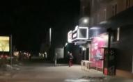 Дебош біля АТБ: п'яний ковельчанин кидався у поліцейських пляшками. ВІДЕО