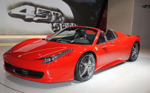 У Великобританії поліцейські пустили під прес Ferrari 458 Spider ВІДЕО