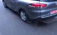 У Луцьку в дворі будинку «автохам» пошкодив автівку