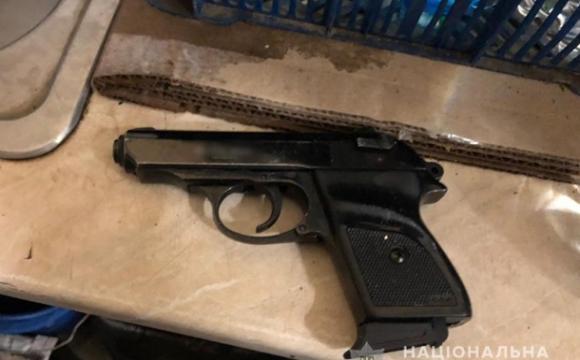Одесит погрожував стоматологу пістолетом на очах у дитини