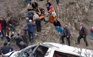 У Туреччині автобус зі школярами злетів у провалля з 300-метрової скелі. ФОТО