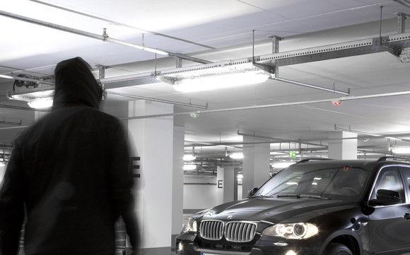 Взяв у салоні BMW на тест-драйв і пограбував банк, щоб купити його