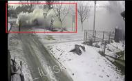 В Луцьку посеред вулиці з авто пішов дим: всередині була жінка з дитиною. ВІДЕО
