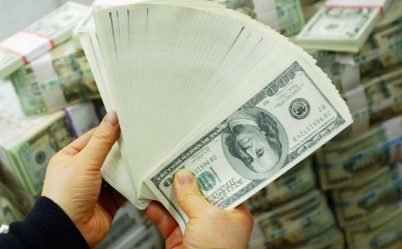 Чи міняти долари на гривню?