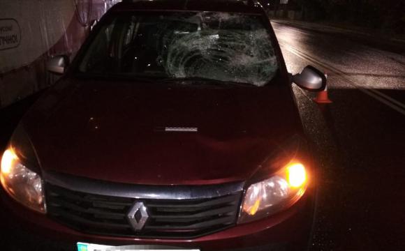Водій луцького тролейбуса, якого збив автомобіль, у важкому стані в реанімації: деталі