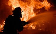На Волині горів житловий будинок: вогонь знищив покрівлю, техніку та меблі