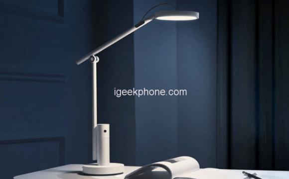 Китайці випустили настільну лампу з камерою для відеодзвінків