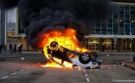 У Нідерландах через локдаун палять машини та грабують магазини. ФОТО