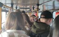Переповнений транспорт та відсутність масок: у Луцьку масово порушують карантин. ФОТО