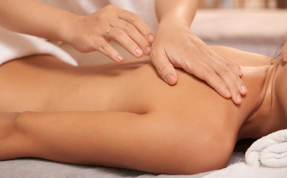 Вбивство з необережності: масажистка звернула шию жінці під час масажу