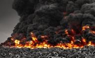 Світ на межі екологічної катастрофи: горить найбільше звалище шин у світі. ВІДЕО