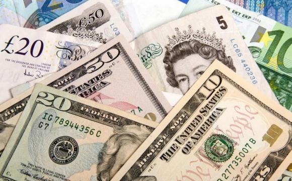 Українці почали скуповувати валюту