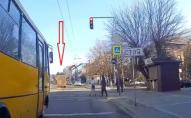 В Луцьку водій маршрутки грубо порушив ПДР. ВІДЕО