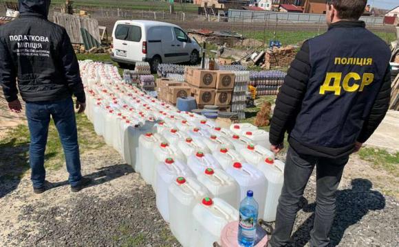 У Луцькому районі виявили підпільний цех: гори алкоголю. ФОТО