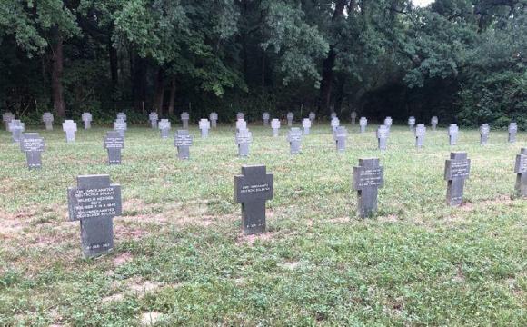 Розкопували свіжу могилу: на Волині переплутали тіла покійників − ЗМІ