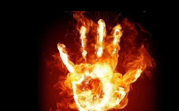 У Росії мати спалила 8-річного сина за те, що попсував меблі