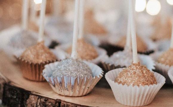 Весілля ледве не закінчилося смертю: свекруха хотіла отруїти невістку тістечком