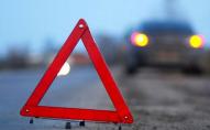У селищі на Волині автомобіль збив трьох пішоходів, жінка загинула на місці