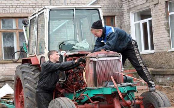 На Волині тракторист протаранив автомобіль