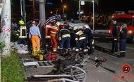 Моторошна ДТП на Набережній: постраждалих вирізали з авто. ФОТО. ВІДЕО