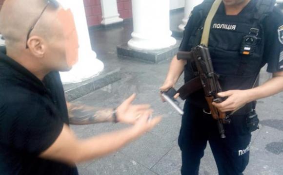 Нетверезий влаштував стрілянину з пістолета біля мерії. ФОТО