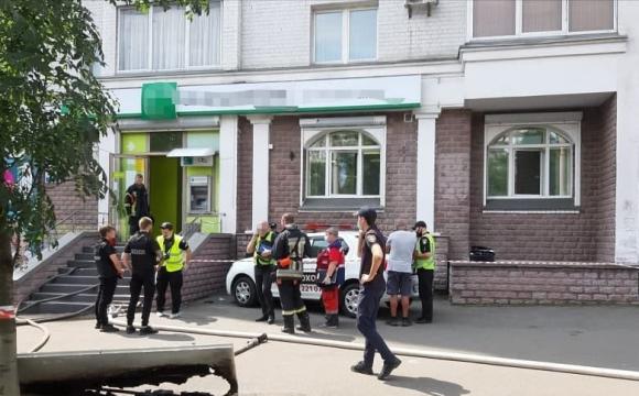 Пограбування банку: літня жінка з іграшковим пістолетом вимагала 15 тисяч гривень. ФОТО