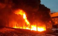На Волині поблизу міста горять склади. ВІДЕО