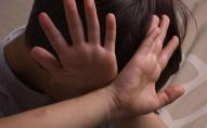 «Виховував» по спині, ногах і животі: чоловік побив 13-річного пасинка. ФОТО